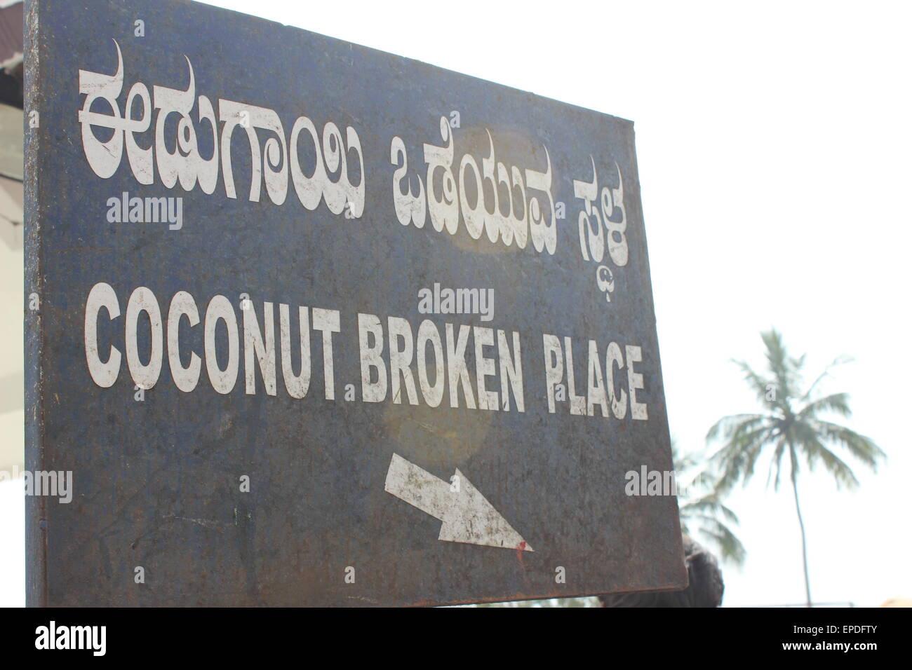 A Bilingual sign - Hindi and English - in Mysore (Chamundi Hill) - Stock Image