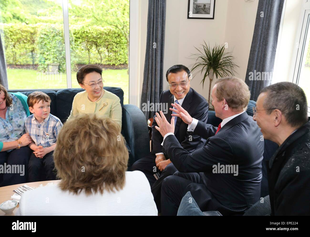 Shannon, Ireland. 17th May, 2015. Chinese Premier Li Keqiang (1st R back) and his wife, Prof. Cheng Hong (2nd R - Stock Image