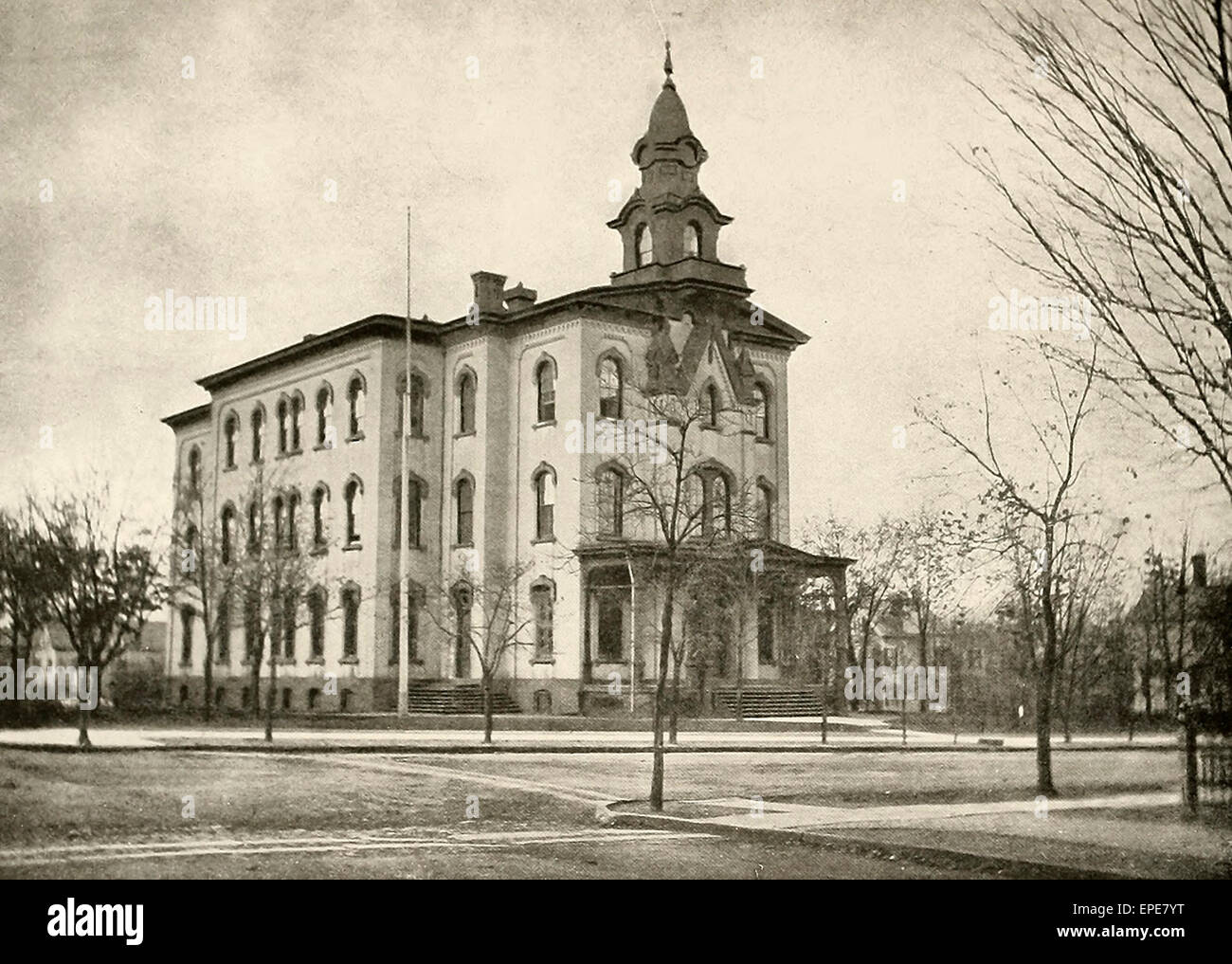 Livingston Avenue High School on Livingston Avenue at Redmond and Welton Street, erected in 1875, circa 1905 - Stock Image