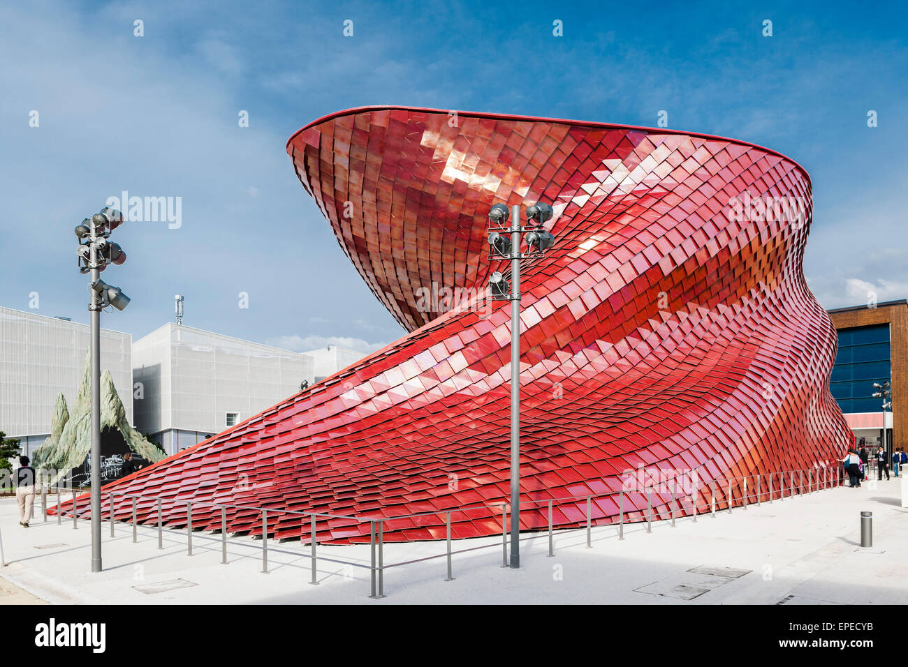 Sculptural, serpentine facade. Milan Expo 2015, Vanke Pavilion, Milan, Italy. Architect: Daniel Libeskind, 2015. - Stock Image