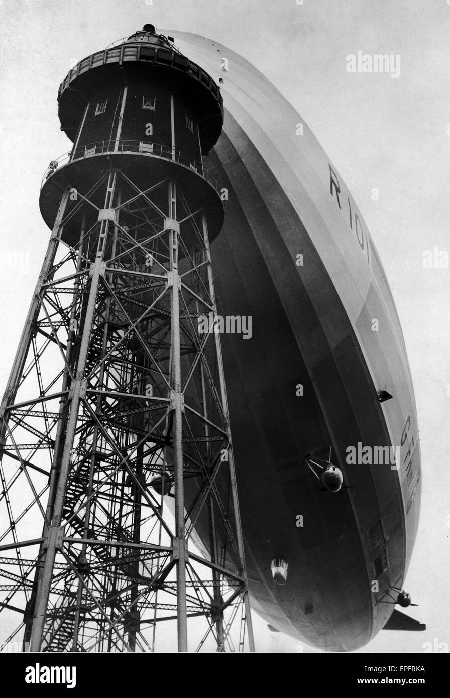 The Airship R101 seen here attached to the mooring tower at Royal Airship Works Cardington prior to its first flight. - Stock Image