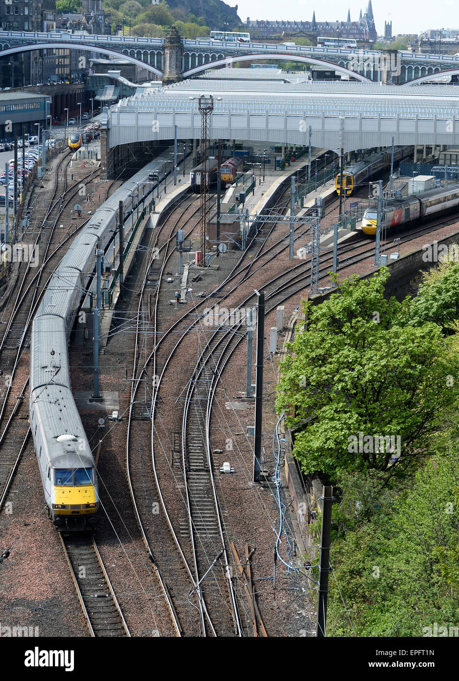 Waverley Station, Edinburgh a Virgin Intercity 225 leaving Edinburgh Waverley - Stock Image