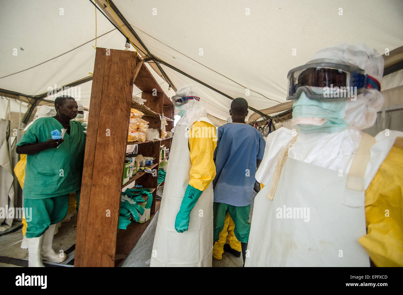 Staff prepare to enter th eisolation ward at an MSF treatment center in kailahun, Sierra Leone. - Stock Image