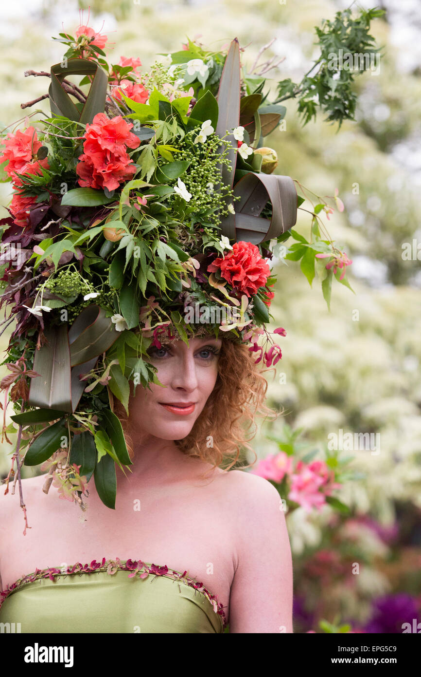 London, UK. 18 May 2015. Model Raine wears a dress and headdress made of flowers and foliage made by stylists Okishima Stock Photo