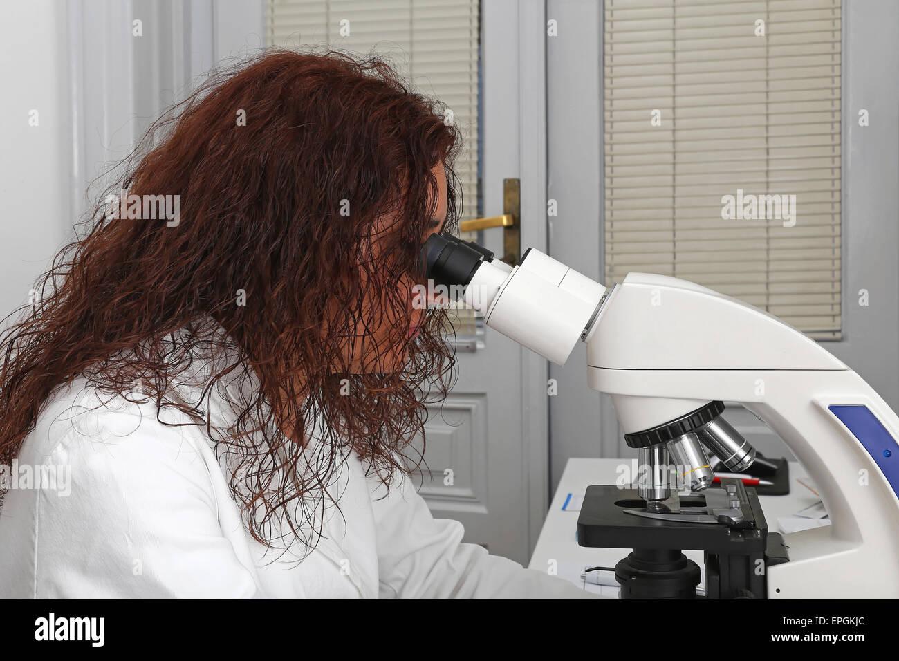 Microscopy technician Stock Photo