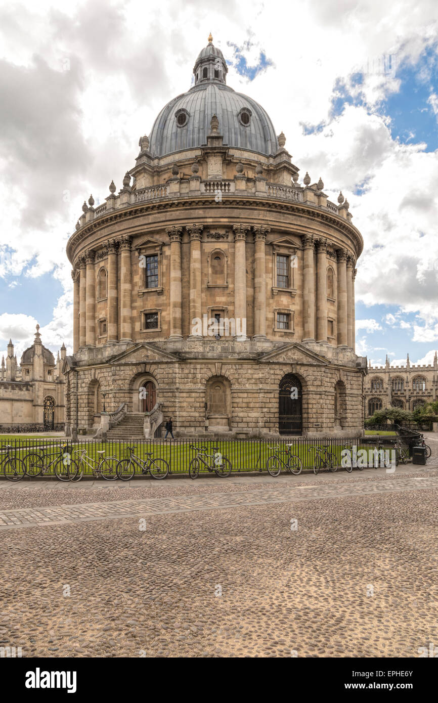 View on the Radcliffe Camera from Radcliffe Square, Oxford, England, Oxfordshire, United Kingdom. - Stock Image