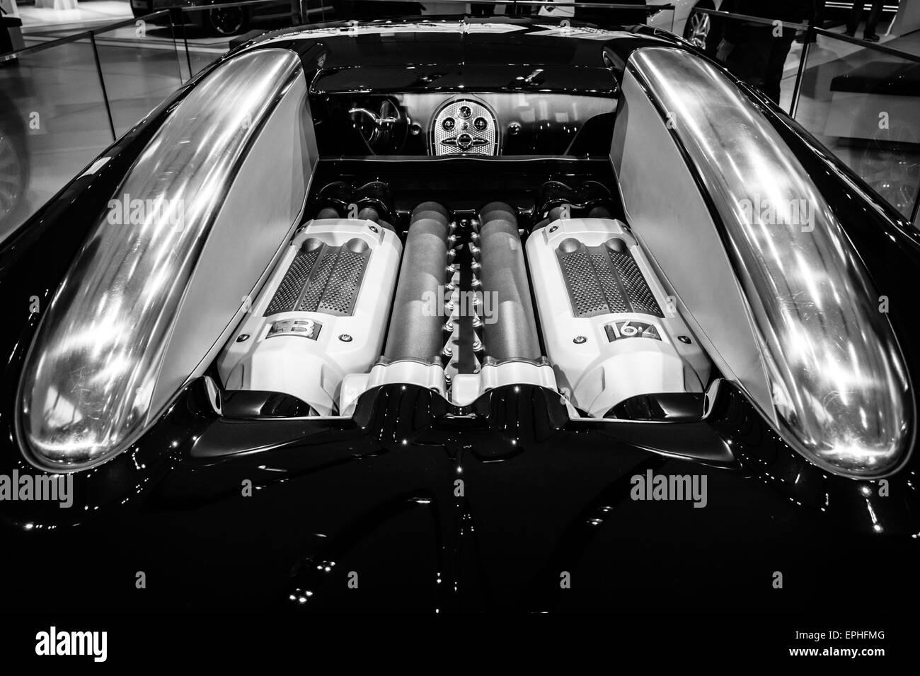 Engine Of A Supercar Bugatti Veyron Eb 16 4 Fastest Serial Car In