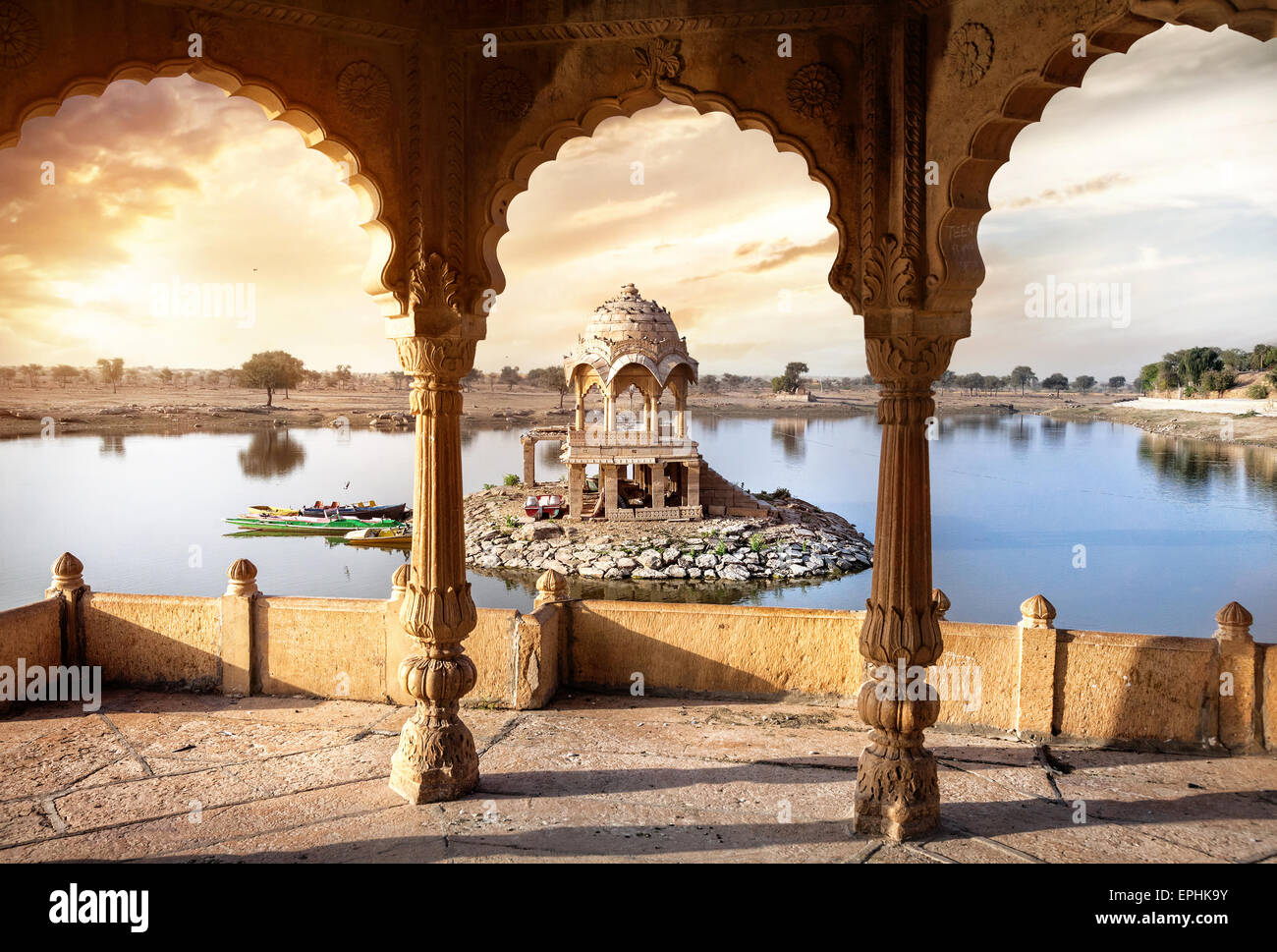 Arches and temple in Gadi Sagar lake at sunset sky in Jaisalmer, Rajasthan, India - Stock Image