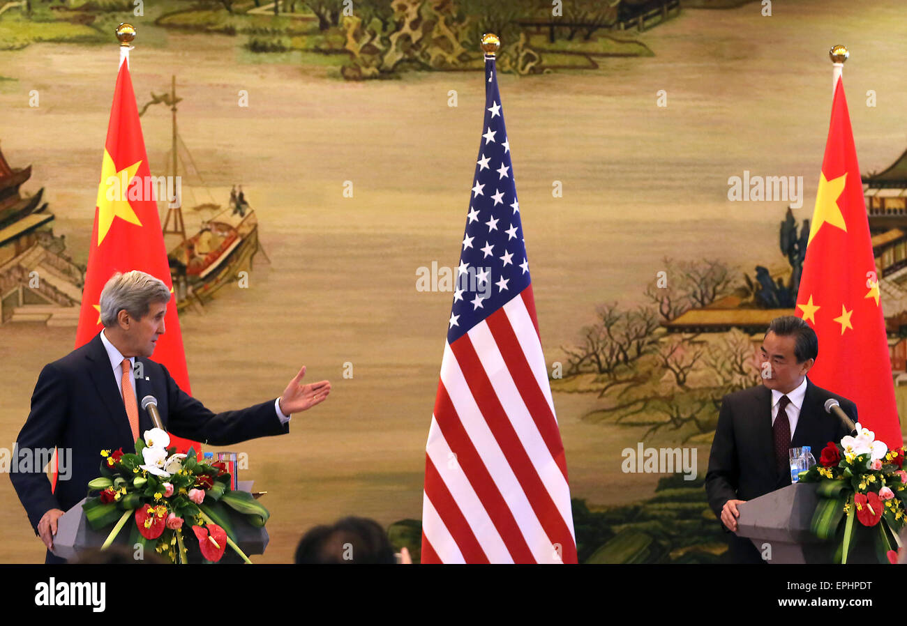 Beijing, CHINA, China. 16th May, 2015. U.S. Secretary of State John Kerry (L) holds a joint press conference with - Stock Image