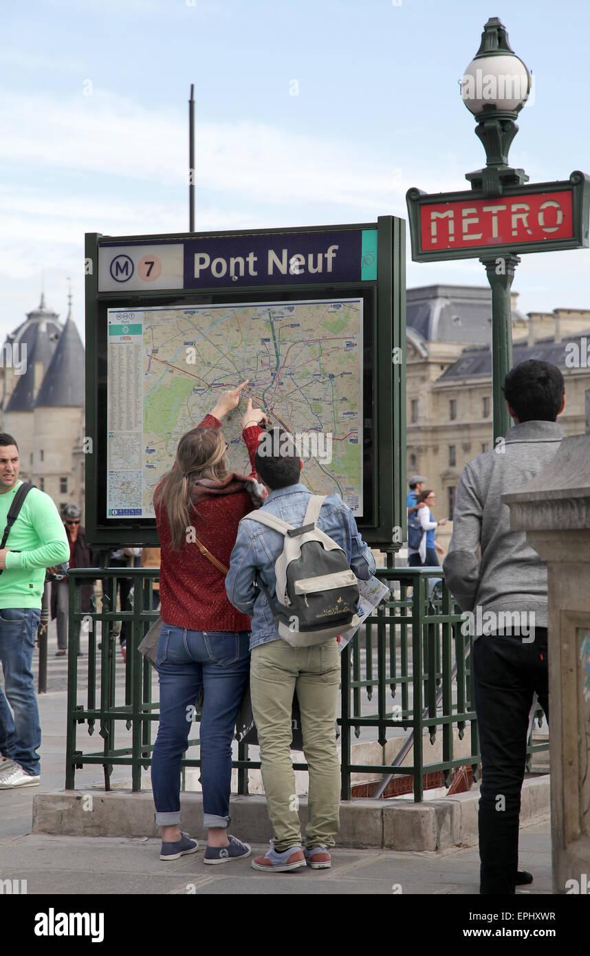 Tourists at Metro plan Pont Neuf Paris - Stock Image