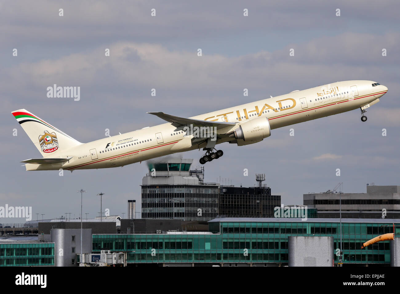 Etihad Airways Boeing 777-300 climbs away from runway 05L at Manchester airport. Stock Photo