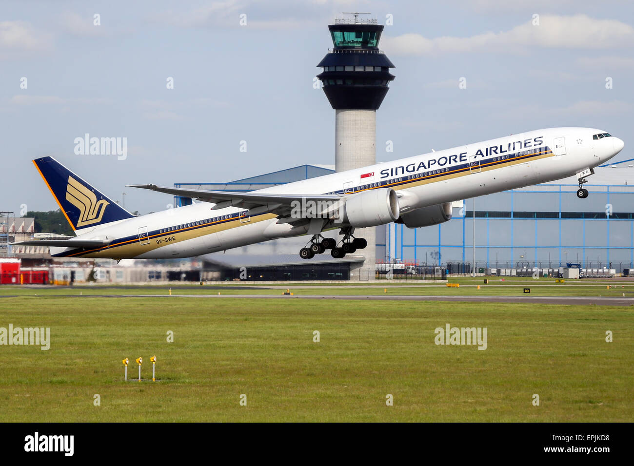 Singapore Airlines Boeing 777-300 climbs away from runway 05L at Manchester airport. Stock Photo