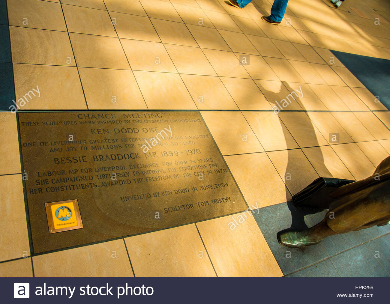 Chance Meeting, The Sculptures of the Liverpool comedian Ken Dodd & The Former MP for Liverpool Bessie Braddock - Stock Image