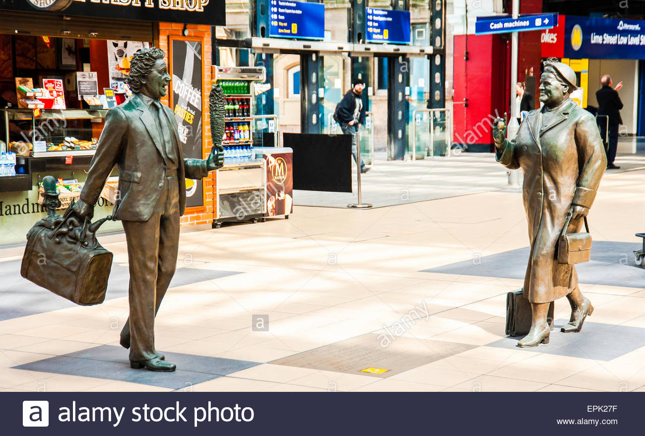 Chance Meeting, The Sculptures of the Liverpool comedian Ken Dodd & The Former MP for Liverpool Bessie Braddock. - Stock Image