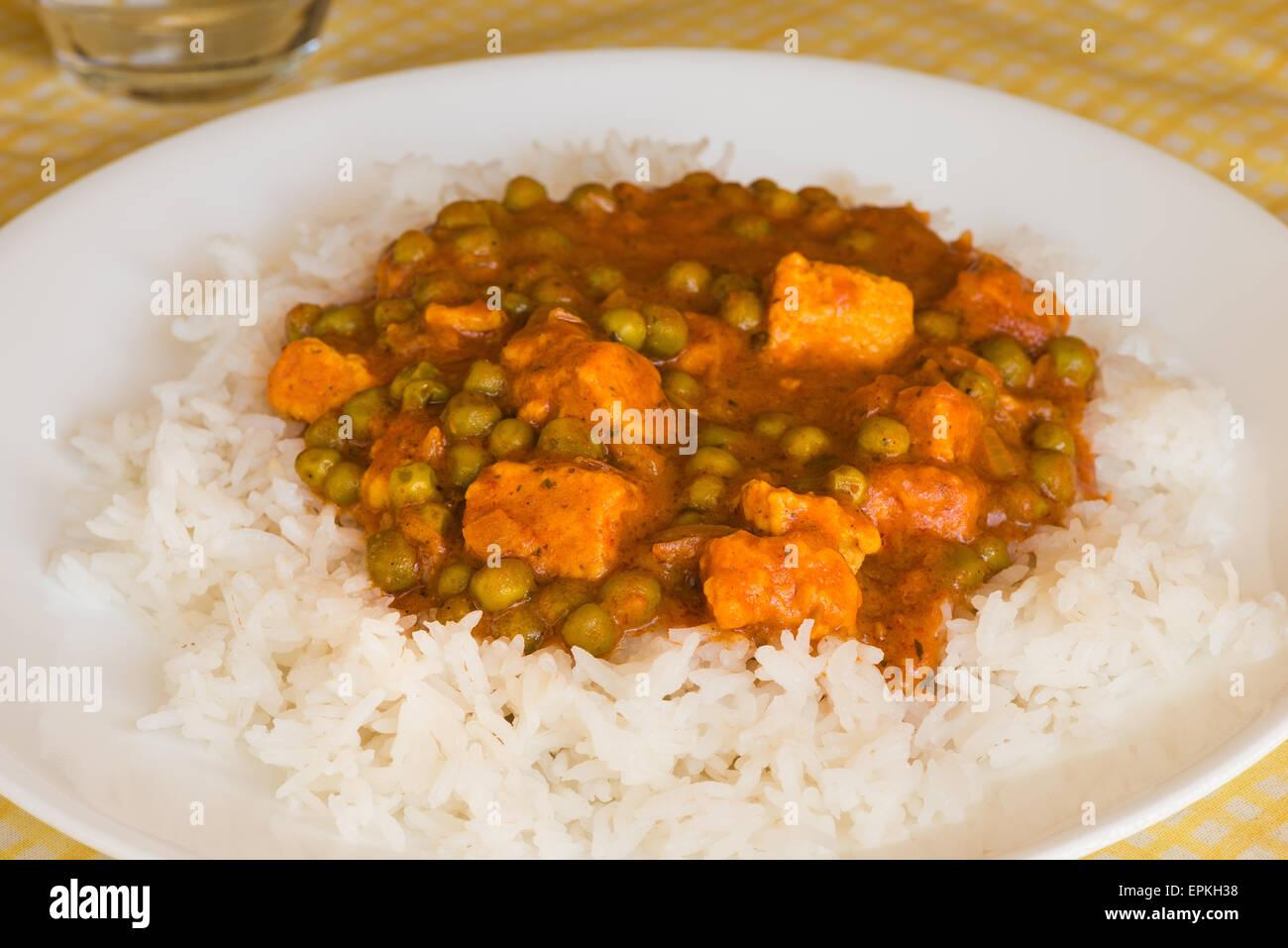 hot veggie chicken meat substitute tikka quorn chunks garden peas ...