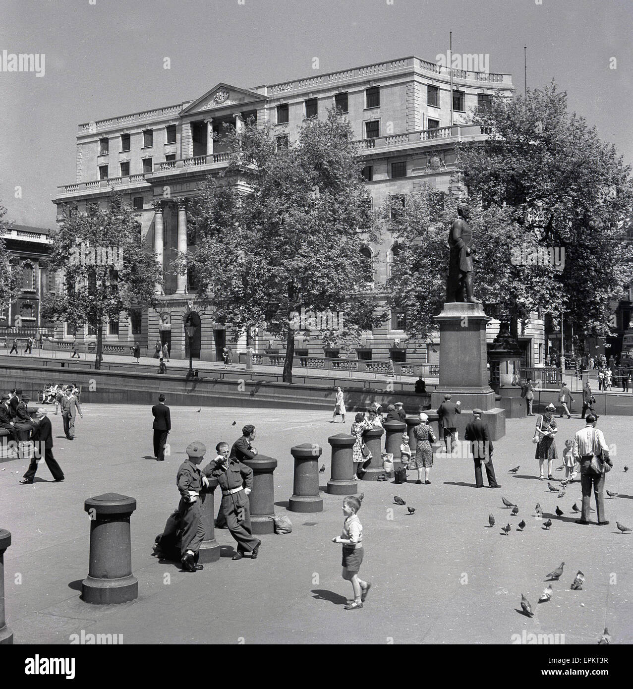 historical, 1949, picture shows a quiet trafalgar square as it was at this time, some soldiers and local people. - Stock Image