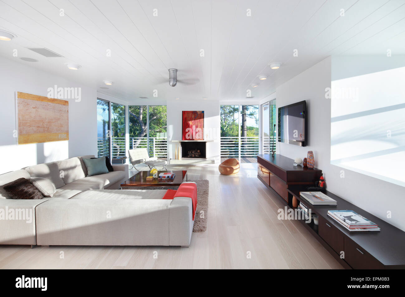 Large white living room with balcony, Seabright Residence, Los Stock ...