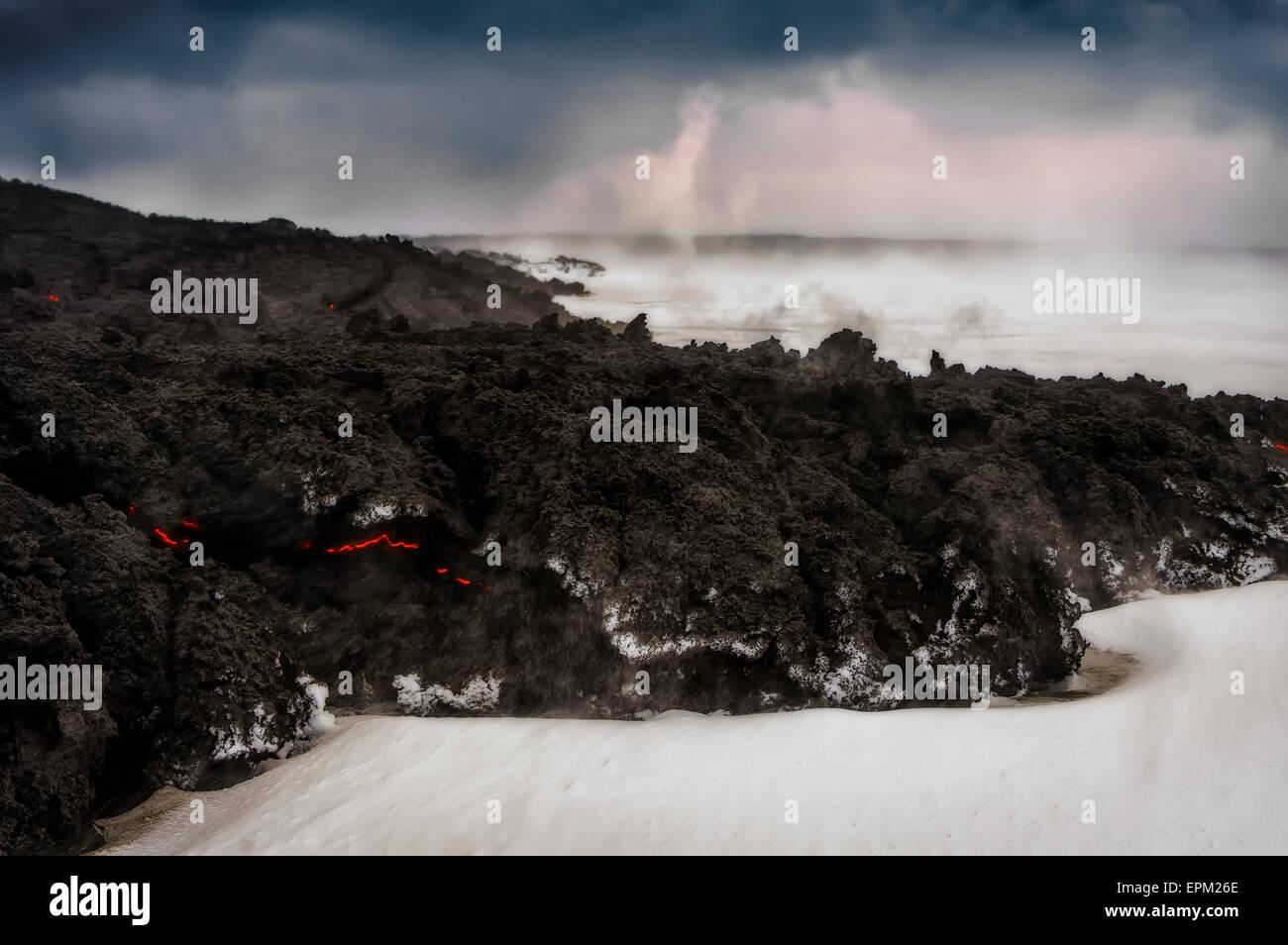 Lava flow and snow, Holuhraun Fissure Eruption, Bardarbunga Volcano, Iceland - Stock Image