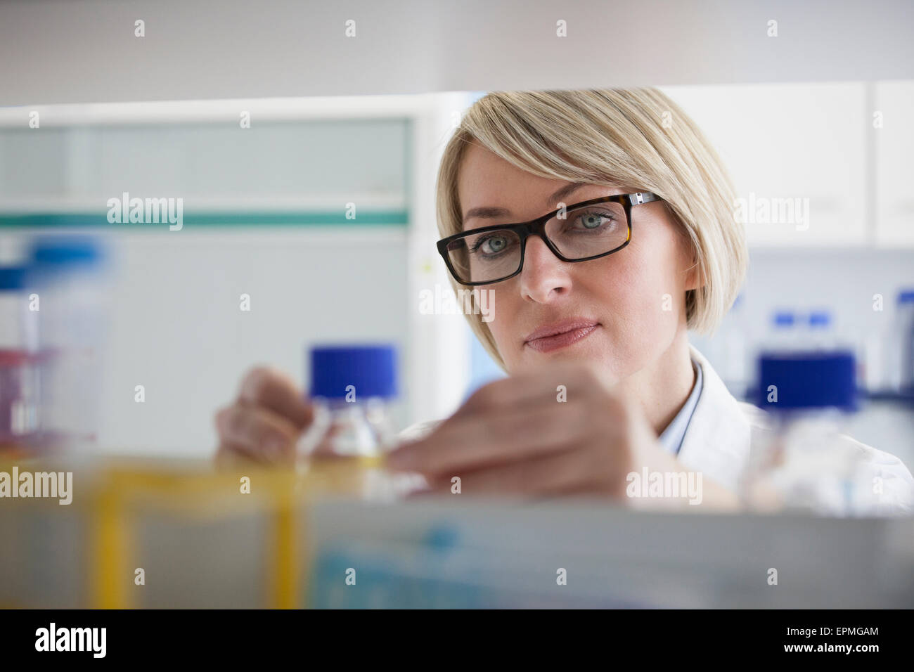 Scientist in laboratory - Stock Image