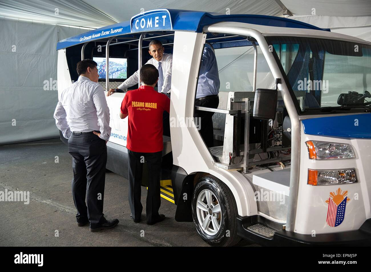 U.S. President Barack Obama views the COMET electric vehicle made by Pangea motors at the Sofitel Philippine Plaza - Stock Image