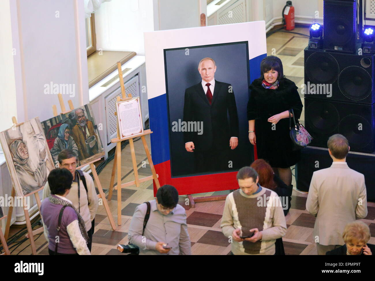Moscow, Russia. 19th May, 2015. People attend a charity auction titled 'Russian Art helping Donbass'. 140 - Stock Image