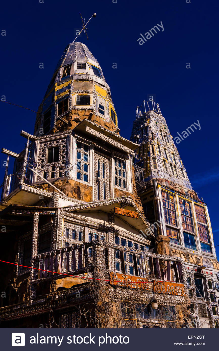 A 'castle' (El Castillo) built single-handedly by local man Cano Espinoza, Antonito, Colorado USA. - Stock Image