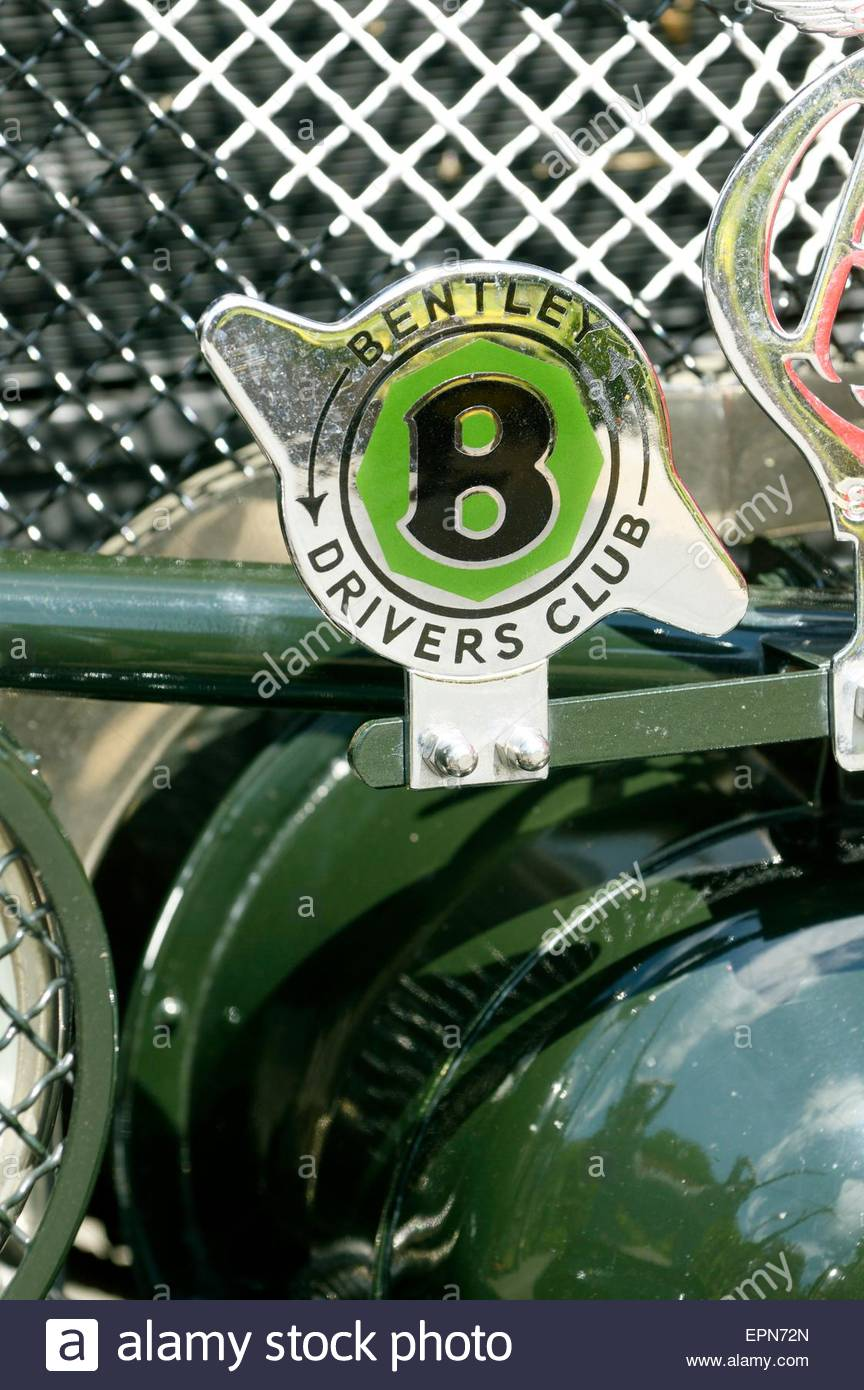 Bentley Drivers Club badge on the front of a vintage car. - Stock Image