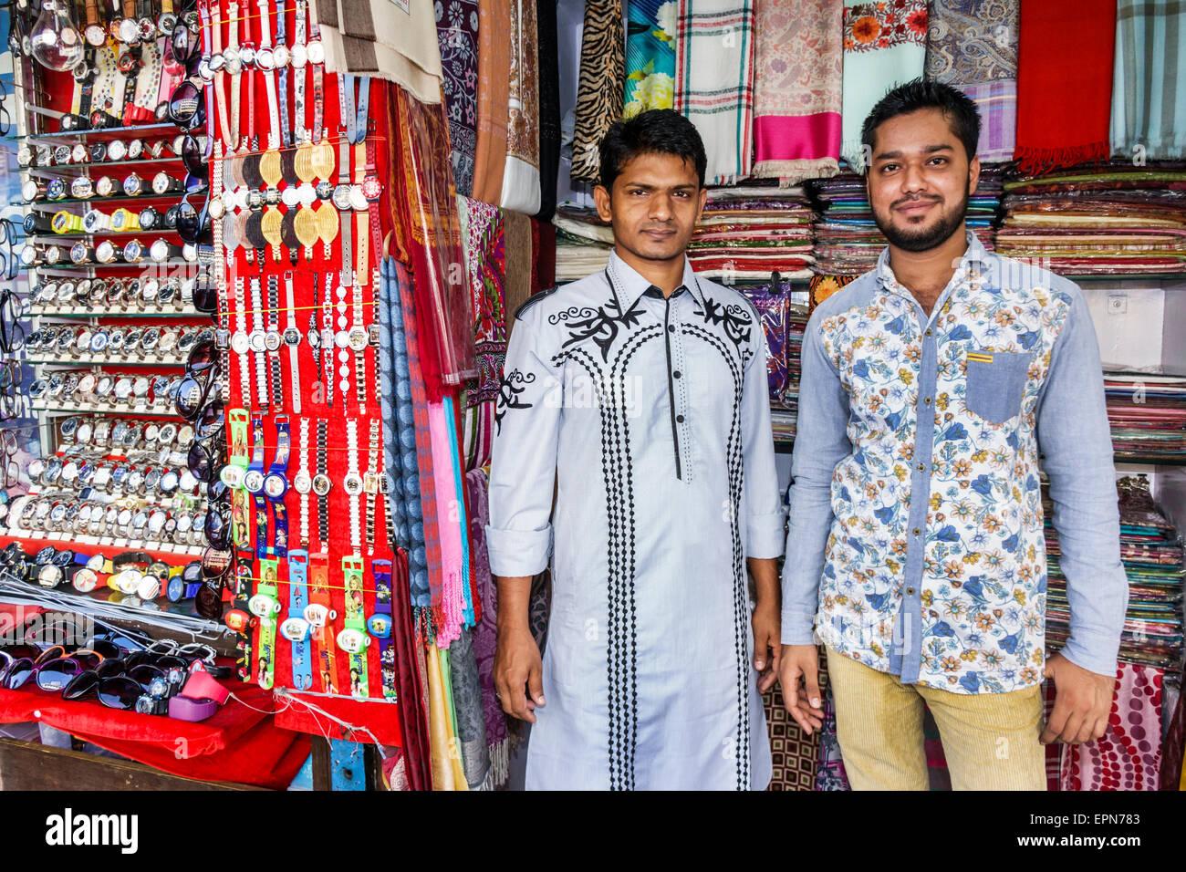 Mumbai India Asian Apollo Bandar Colaba Indumati Sakharkar Marg Causeway Market shopping man sidewalk vendor linen - Stock Image