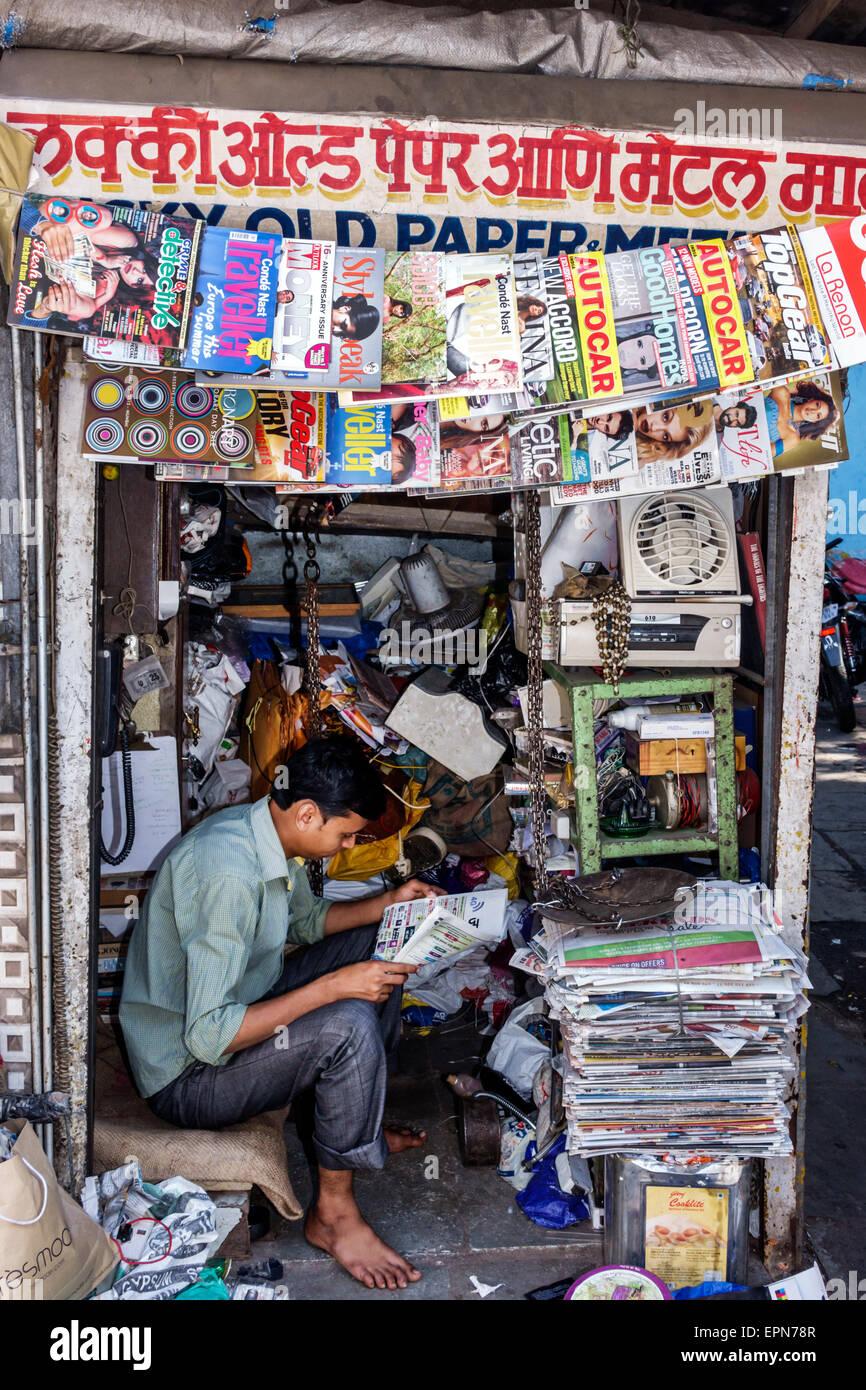Mumbai India Asian Apollo Bandar Colaba Indumati Sakharkar Marg Causeway Market man booth stall sidewalk vendor - Stock Image