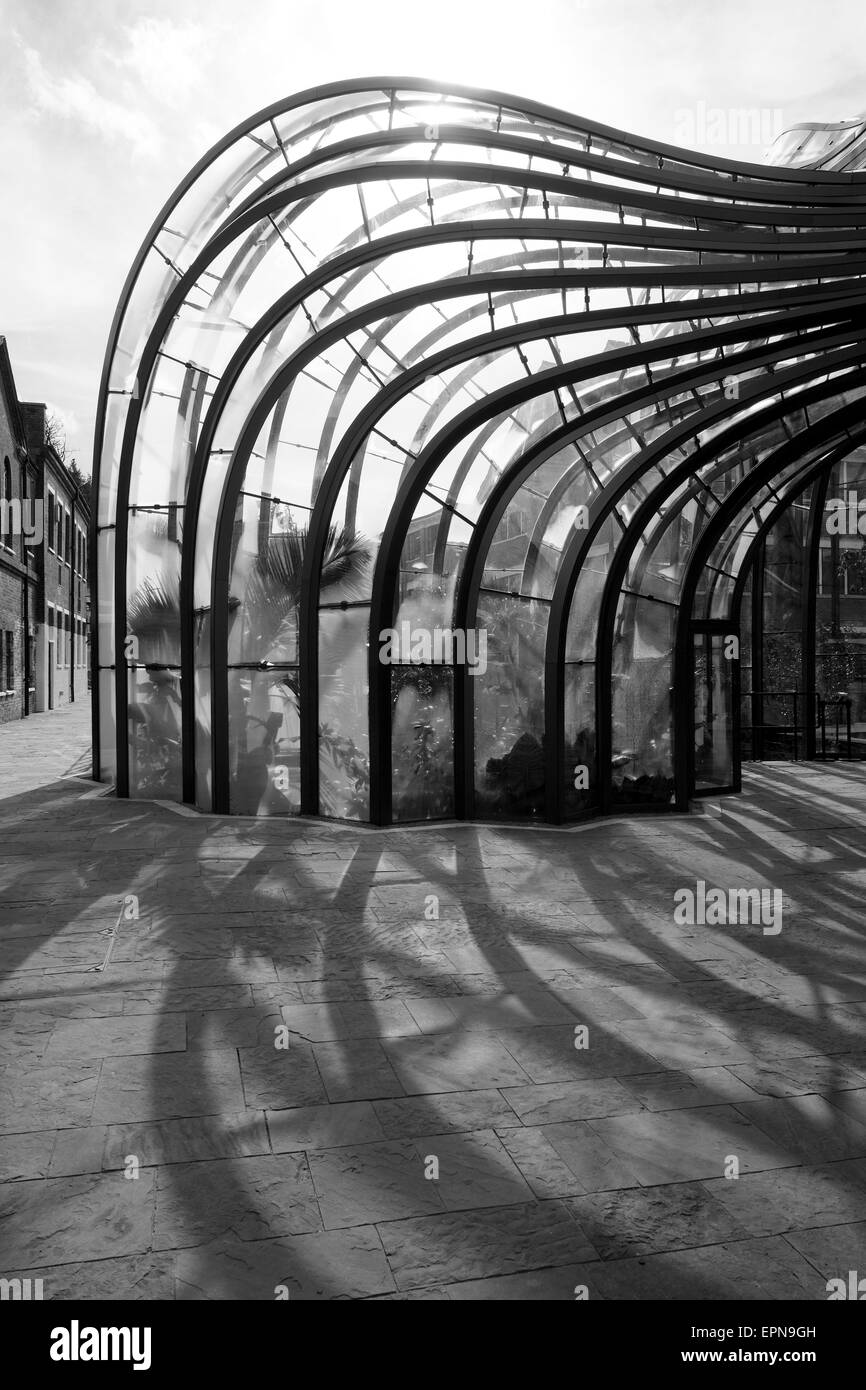 View of Glass house. Bombay Sapphire Distillery, Laverstoke, United Kingdom. Architect: Heatherwick Studio, 2014. - Stock Image