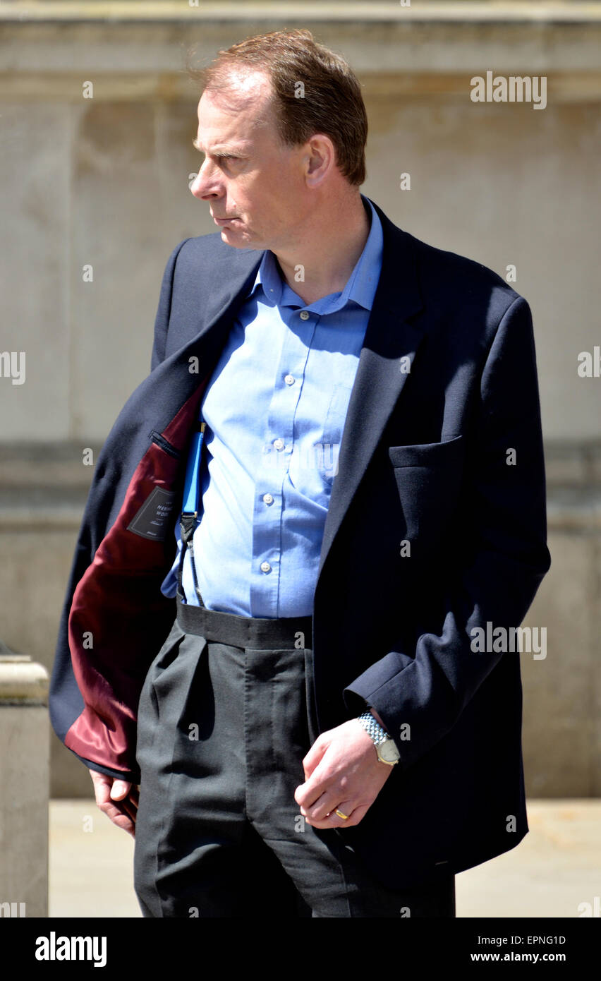 Andrew Marr, journalist and BBC presenter, waiting for a taxi at Downing Street - Stock Image
