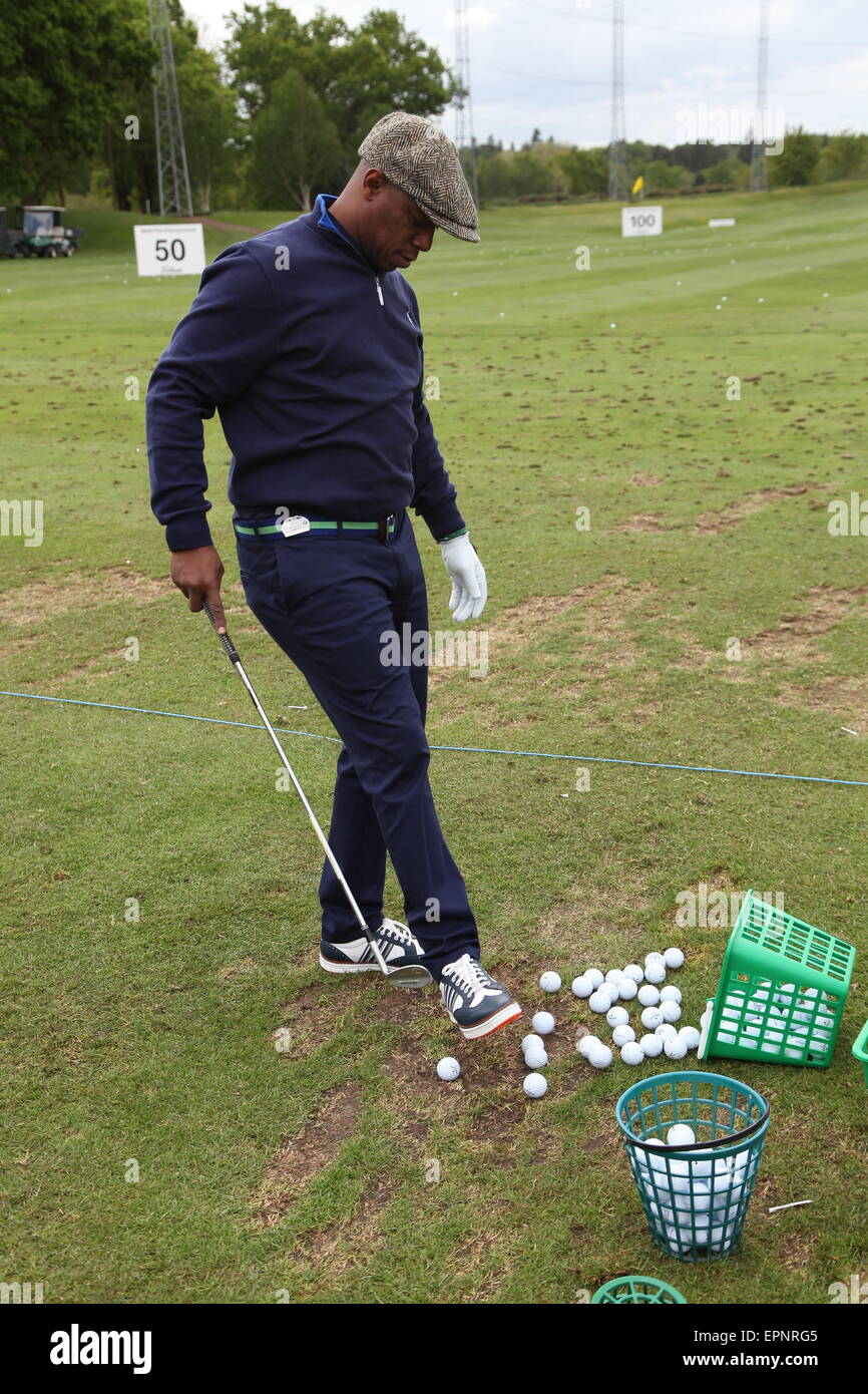Wentworth, Surrey, UK. 20th May, 2015.  Ian Wright (England) plays footie with smaller balls at the BMW PGA Golf - Stock Image