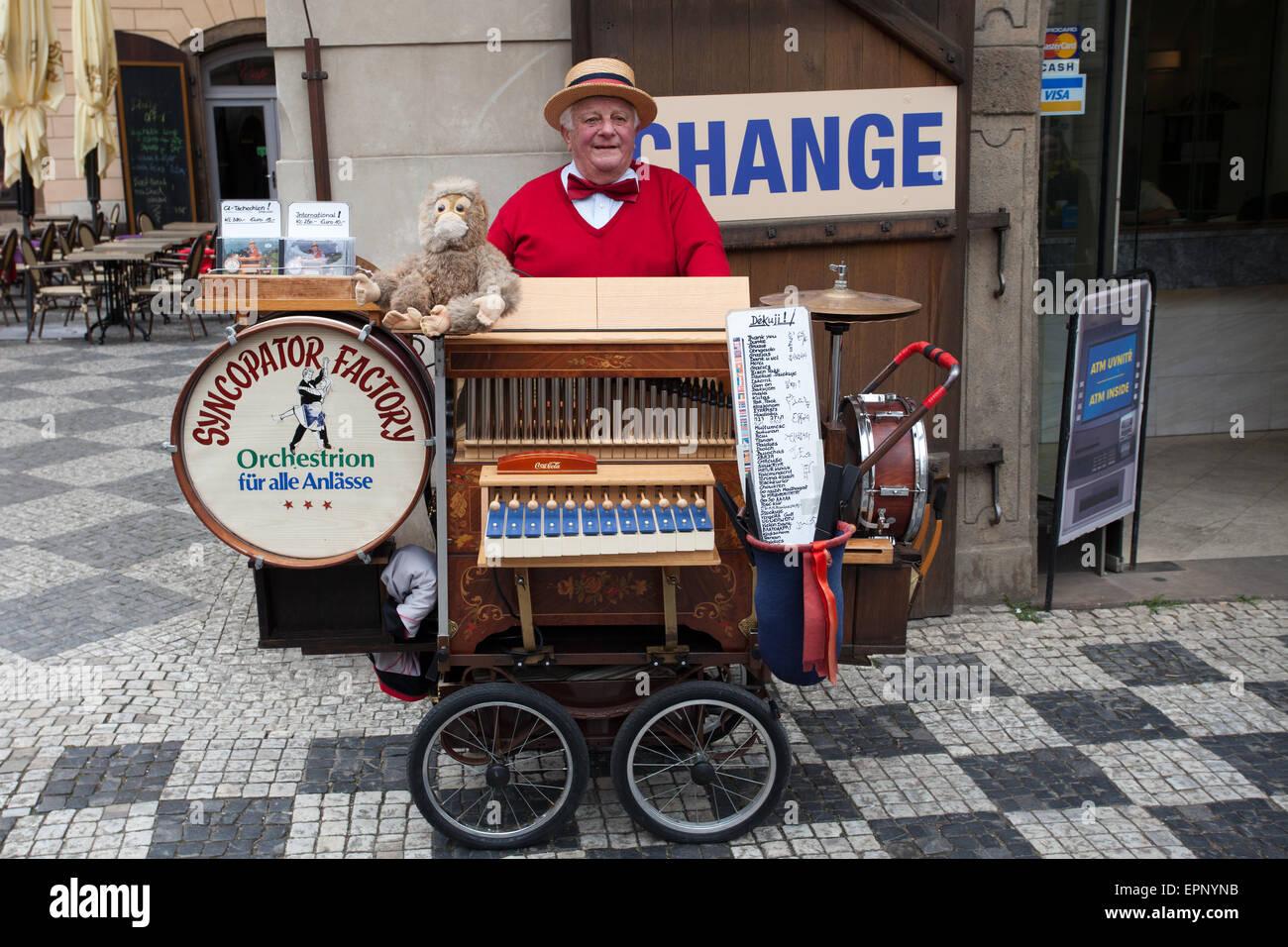 Prague: Hurdy-Gurdy Man - Stock Image