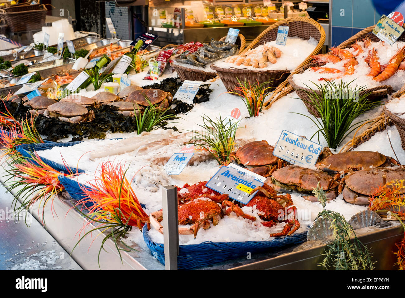 Sea food and shellfish on sale in Rue Mouffetard, Paris - Stock Image