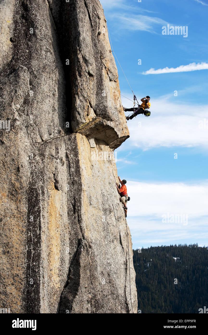 A photographer photographs a rock climber in Calif. - Stock Image