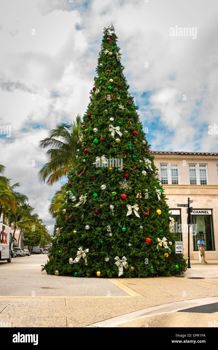 Florida Palm Beach Worth Avenue luxury shopping street road Christmas tree by Chanel shop store - Stock Image
