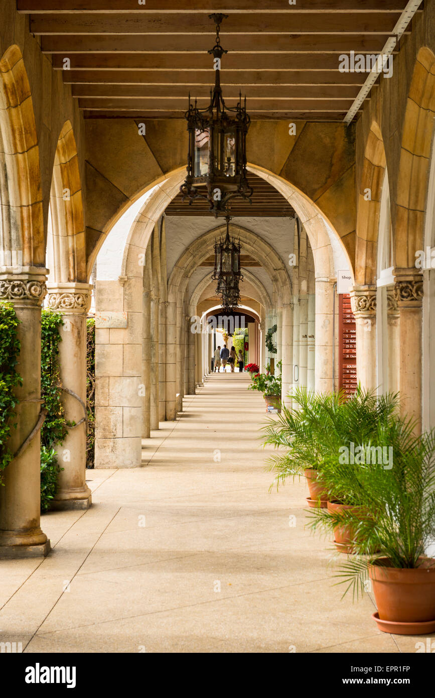 Florida Palm Beach Worth Avenue luxury shopping street road colonial style arcade colonnade Stock Photo