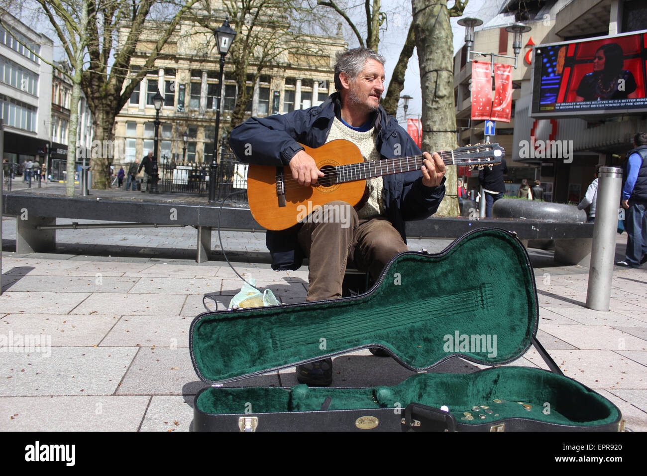 Busker at the Hayes in Cardiff - Stock Image