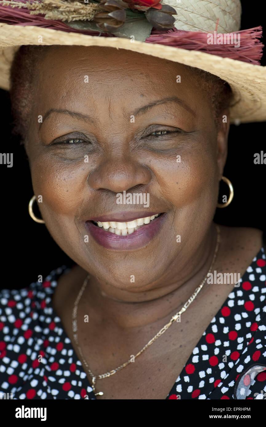 Hispanischer Arsch Mehrere ältere schwarze Frauenbilder verfolgen