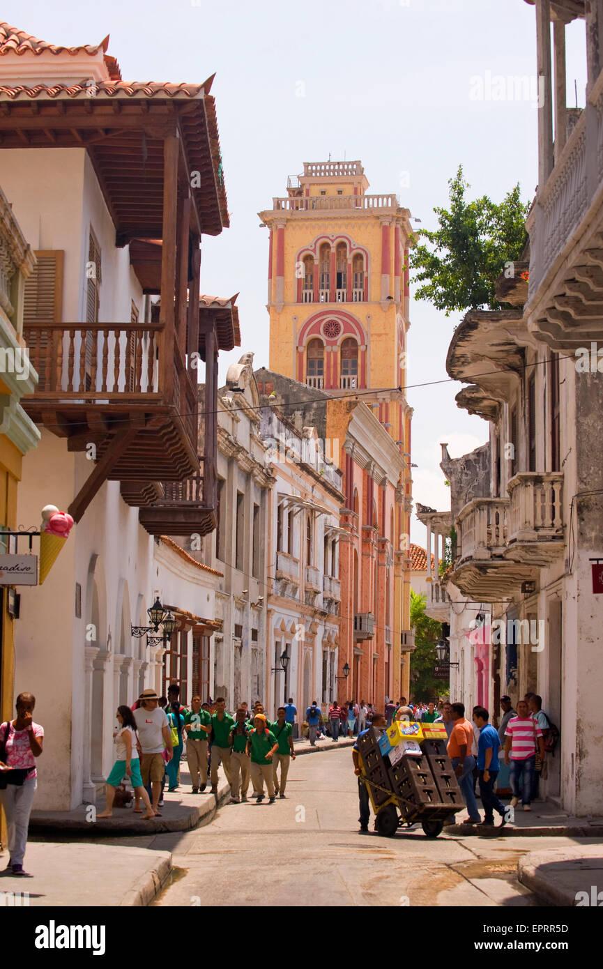 Universidad (university) de Cartagena in Cartagena, Colombia, South America, viewed along a narrow street - Stock Image