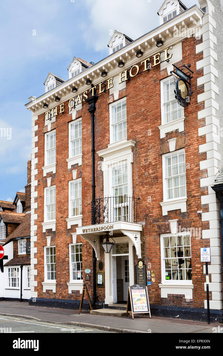 The Castle Hotel, a Wetherspoon pub on St Peter's Square in the centre of Ruthin, Denbighshire, Wales, UK - Stock Image