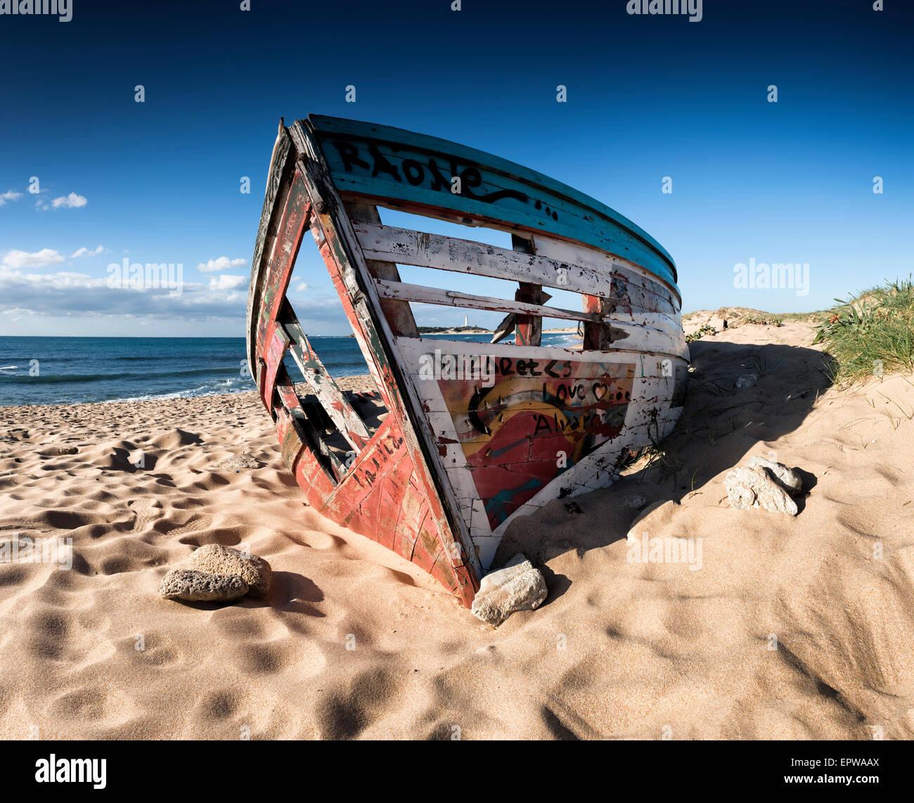 Abandoned boat. Caños de Meca, Trafalgar, Cadiz, Costa de la Luz, Andalusia, Spain. - Stock Image