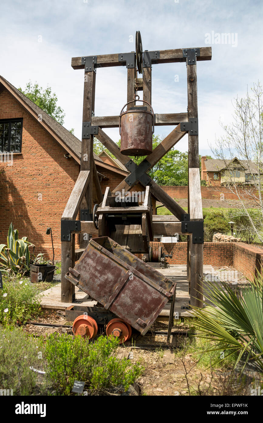 Replica mine head frame and bucket, Bob Campbell Geology Museum ...