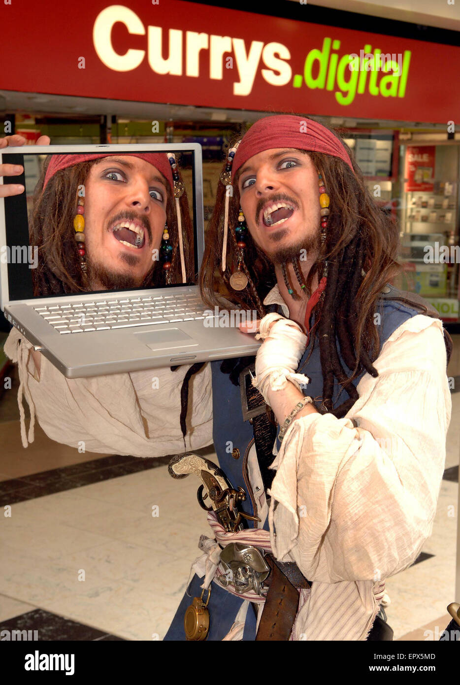'Pirates of Wolverhampton'.  Jack Sparrow lookalike Johnny Paton today launched the new online instant win - Stock Image