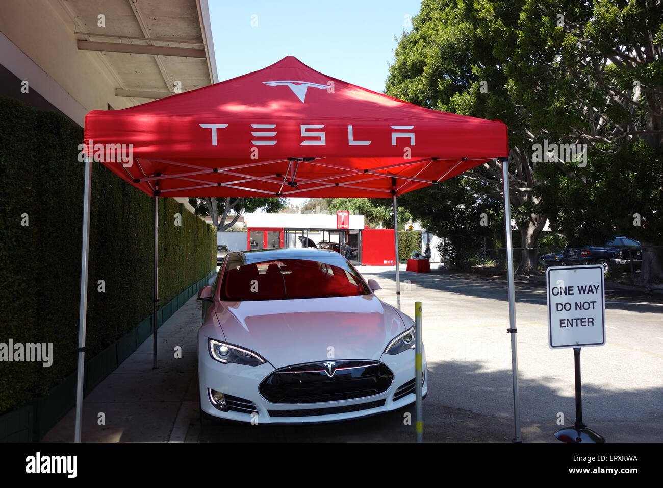 Santa Barbara, California USA- 22nd May, 2015 The first U.S. Tesla Motors pop up mobile store opens today in Santa - Stock Image