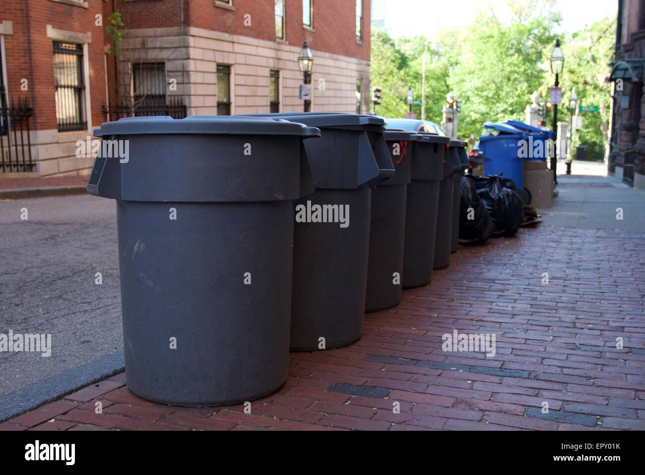 Trash cans vs Recycle cans - Stock Image