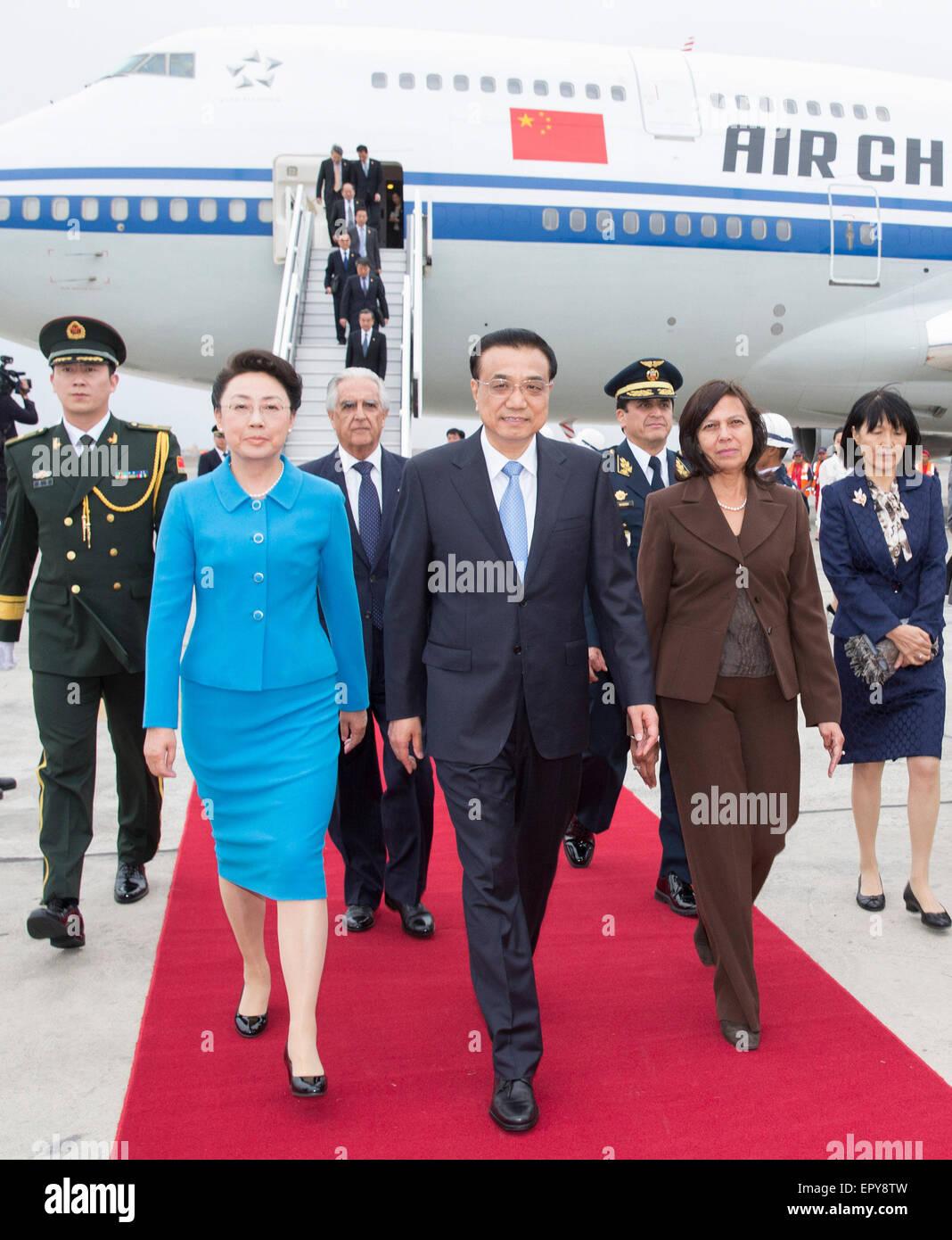 Lima. 22nd May, 2015. Chinese Premier Li Keqiang (C) and ...