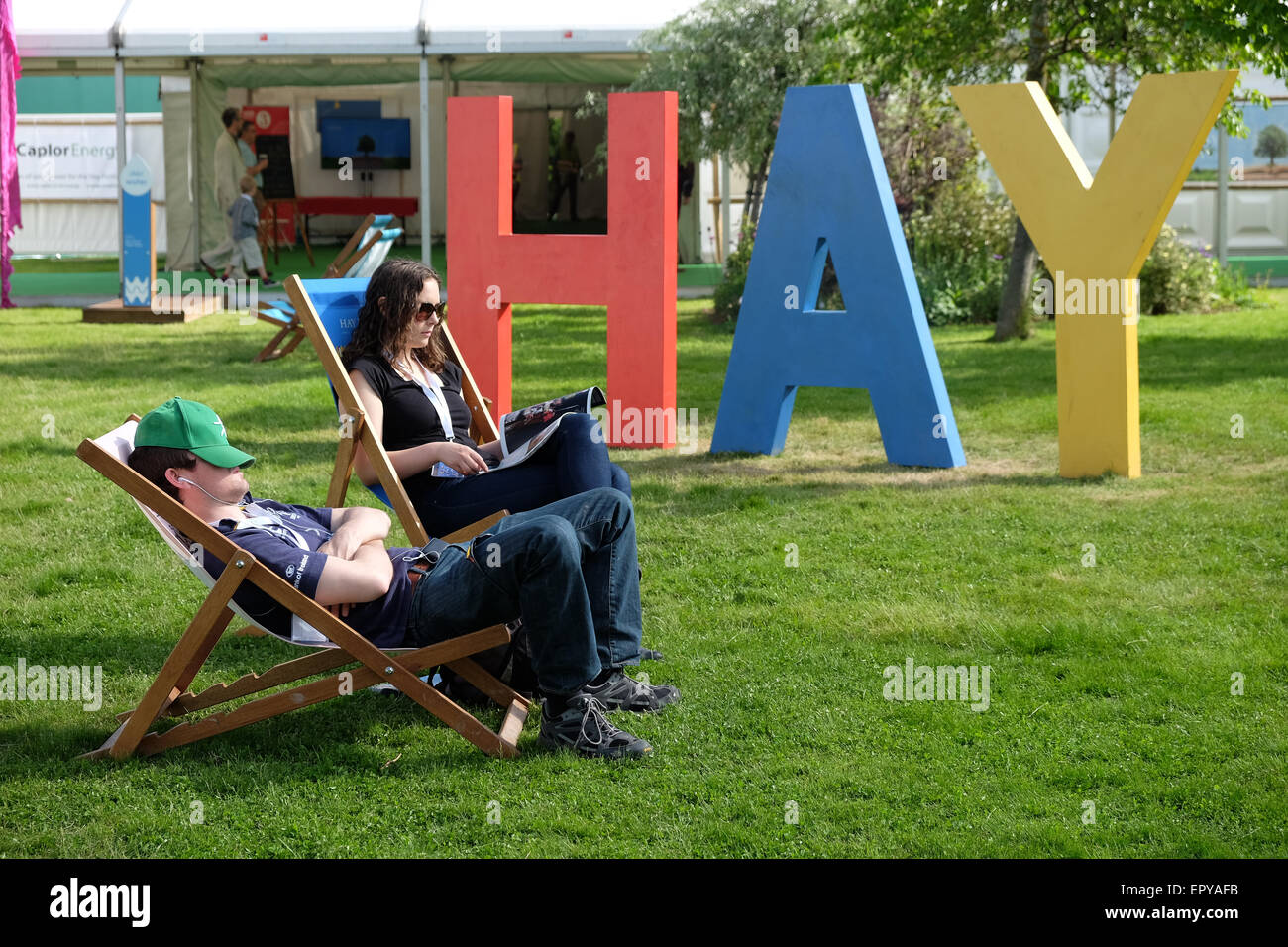 Hay Festival, Powys, Wales - May 2015 - Early visitors to the first weekend of this years Hay Festival enjoy the - Stock Image