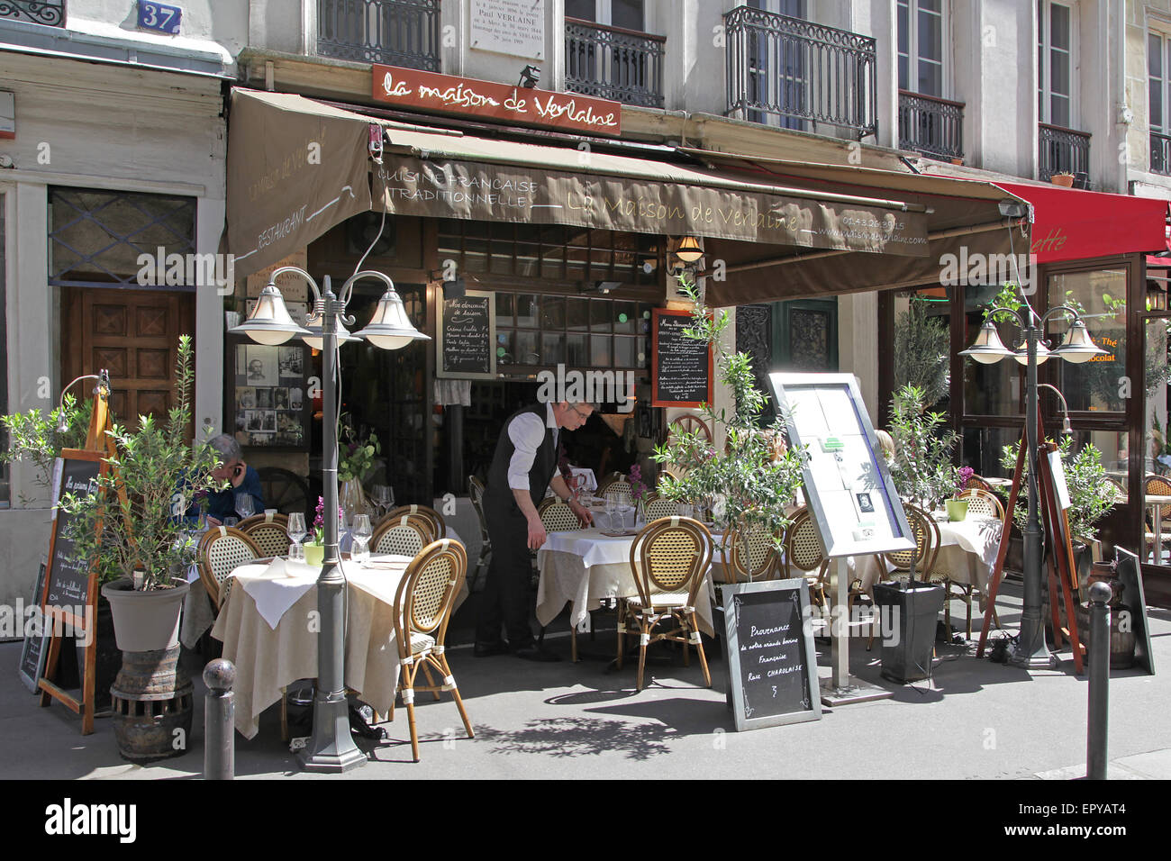Paris restaurant bistro teracce spring french food culture - Stock Image