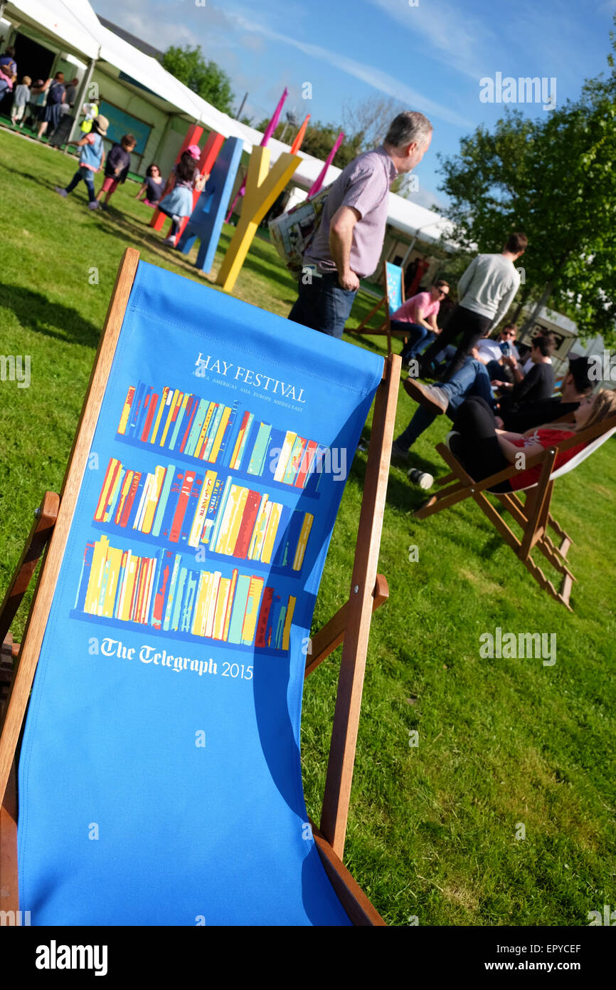 Hay Festival, Powys, Wales - May 2015 - Visitors to the Hay Festival enjoy the sunshine before the first events - Stock Image